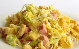 Салаты с капустой и копченой колбасой: 9 отличных рецептов
