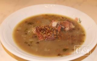 Чечевичный суп с копчеными ребрышками
