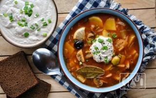 Суп солянка: рецепт с копченостями