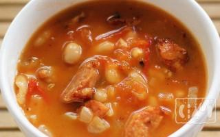 Варим суп с копченой колбасой и вермишелью