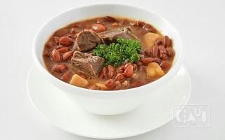 Готовим суп с фасолью и копченостями