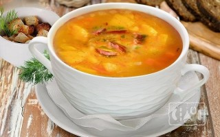 Готовим томатный суп с копченой курицей