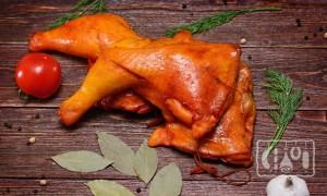 Салаты с копчёным окорочком: 13 лучших рецептов