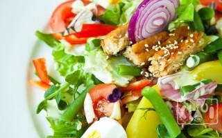 Салат с копченым угрем: 5 пошаговых рецептов