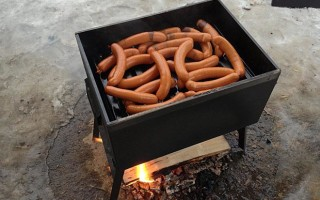 Как коптить сосиски в домашних условиях
