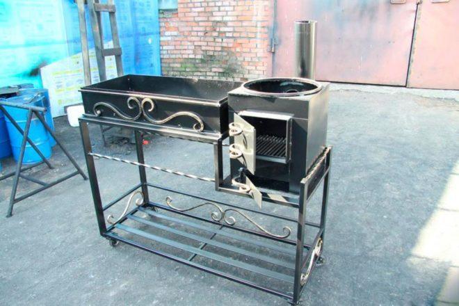 Металлическая печь мангал коптильня