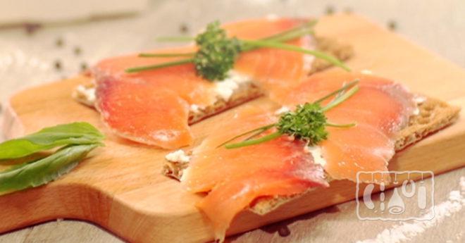Бутерброды с копчёным лососем