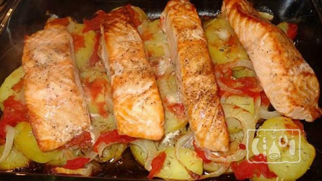 Картофель, запечённый с копчёным лососем
