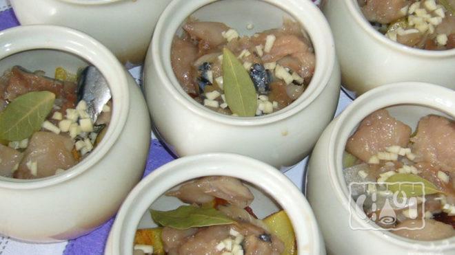 Картошка в горшочках с копчёной скумбрией