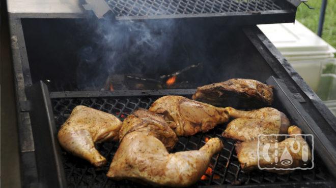 Курица в коптильне горячего копчения