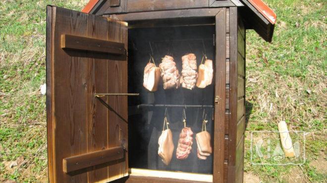 Мясо в коптильне холодного копчения