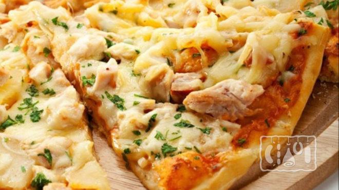 Пицца из копченой куриной грудки