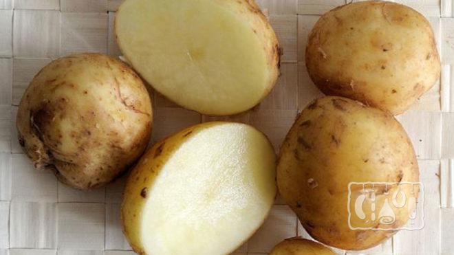 Порезанный картофель с кожицей