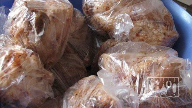 Сало, упакованное в пакетах