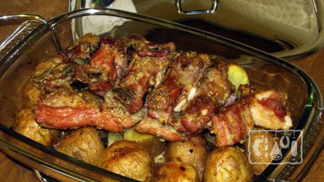 Свиные рёбрышки с картофелем