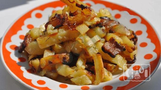 Жареная картошка с копченым салом