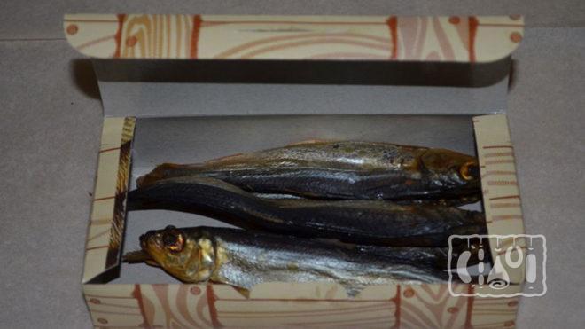 Хранение рыбы в коробке из гофрированного картона