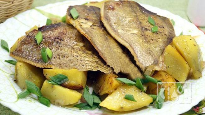 Камбала копченая с картофелем