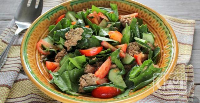 Овощной салат с копченым тунцом