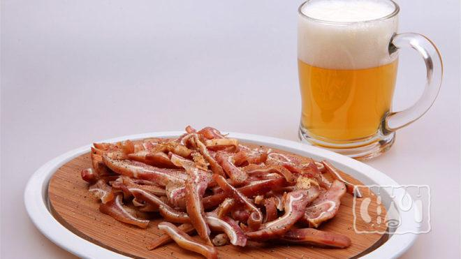 Свиные уши с пивом