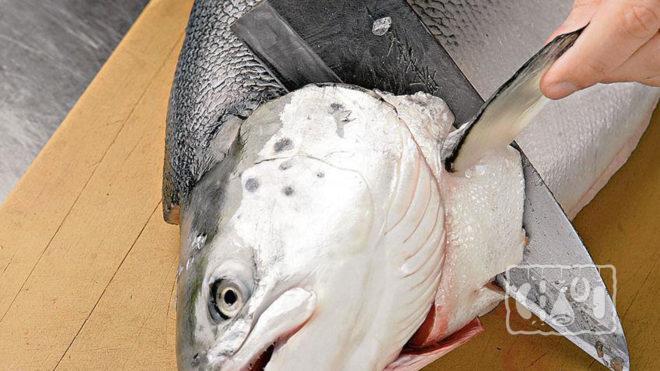 Удаление головы у рыбы