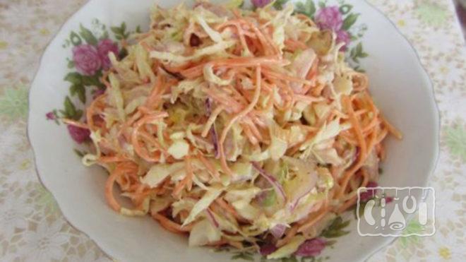 Фото салата с копченым окорочком и корейской морковкой