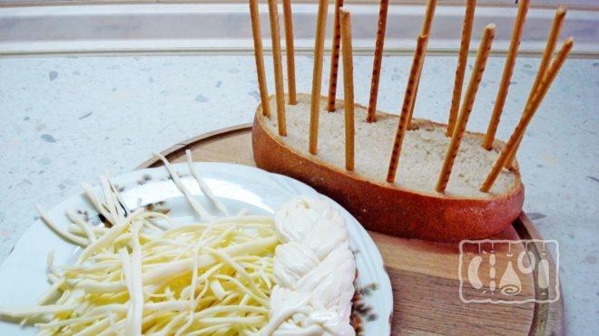 Рецепт салата с сырной косичкой