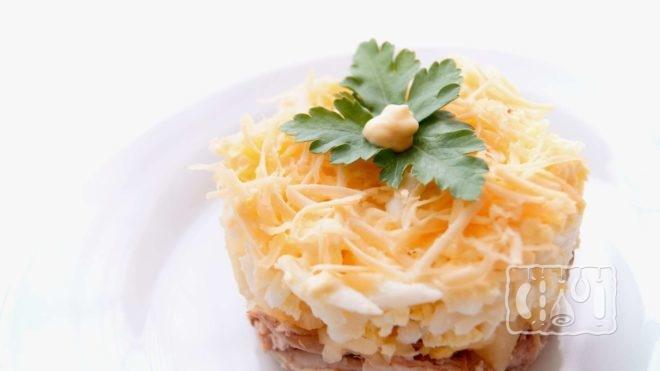 Рецепт салата салат с копченым сыром с куриным филе
