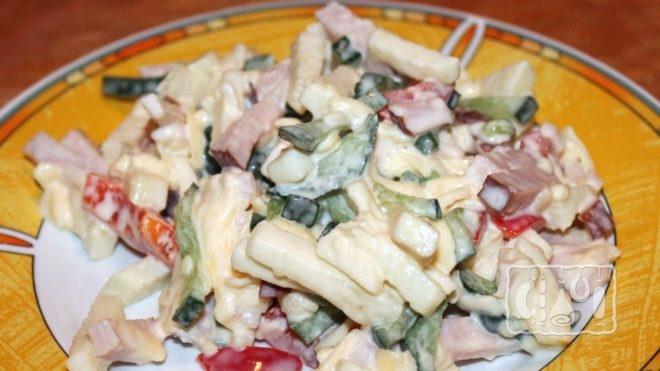 Как приготовить салаты с копчёным сыром