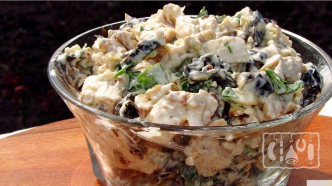 Рецепт салата с черносливом и копченой курицей