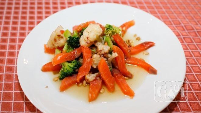 Рецепты салатов с копченой семгой