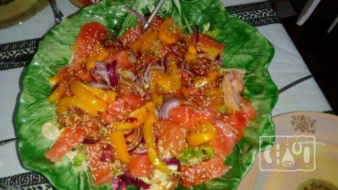 Как сделать салат с красной рыбой