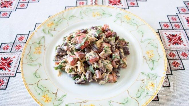 Рецепт приготовления салата с копченой колбасой и фасолью