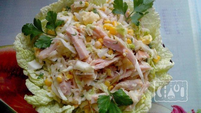 Рецепт приготовления салата с копченой колбасой и капустой