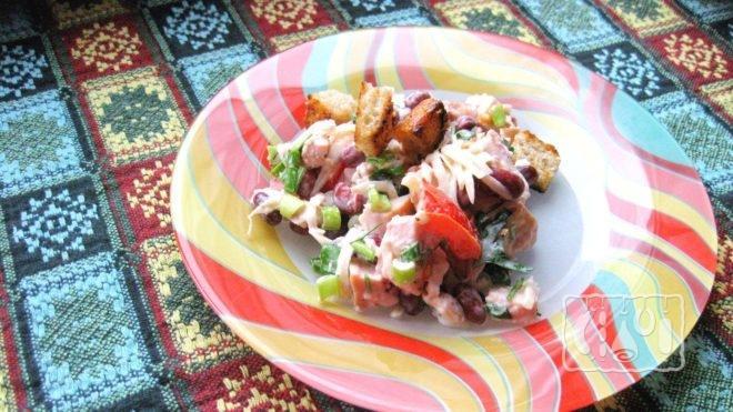Как сделать салат с копченой курицей и фасолью