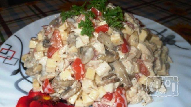 Рецепт салата с сыром и помидорами