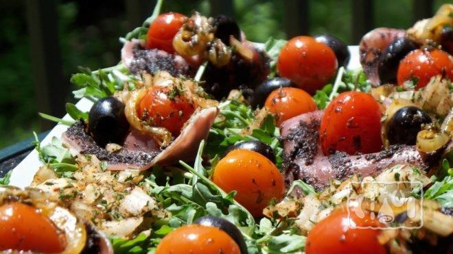 Рецепт приготовления салата с помидорами черри и копченой бараниной