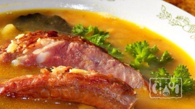 Как сделать гороховый суп с копчёными рёбрышками