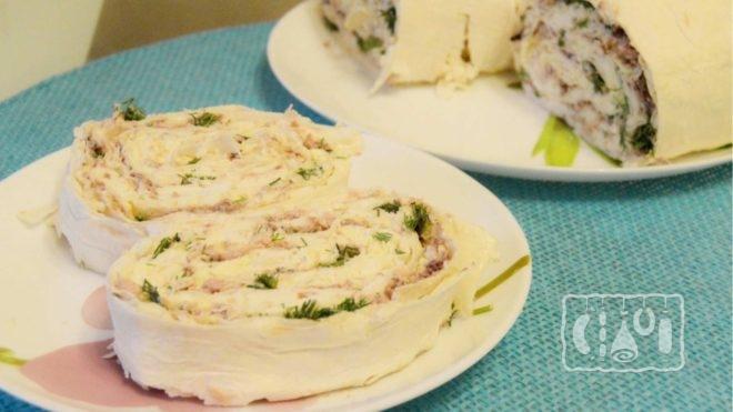 Рецепт рулета из лаваша с копчёной курицей и сыром