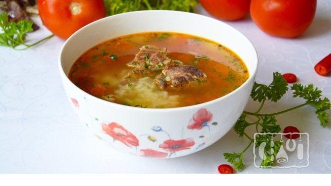 Рецепт солянки с копченой колбасой и ребрышками