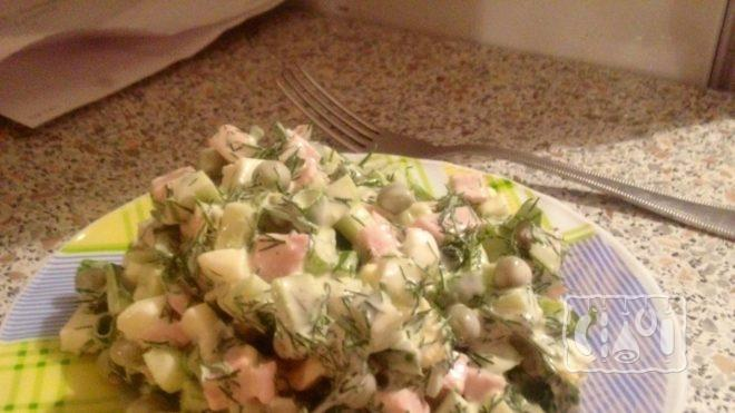 Рецепт салата с горошком и копченой колбасой