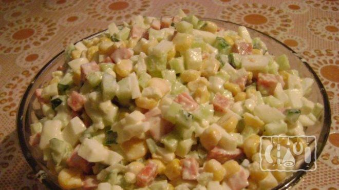 Как сделать салат с сырокопченой колбасой