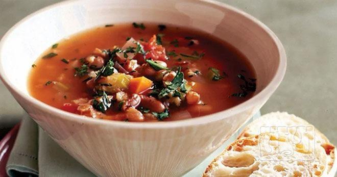 суп с фасолью и копченой колбасой