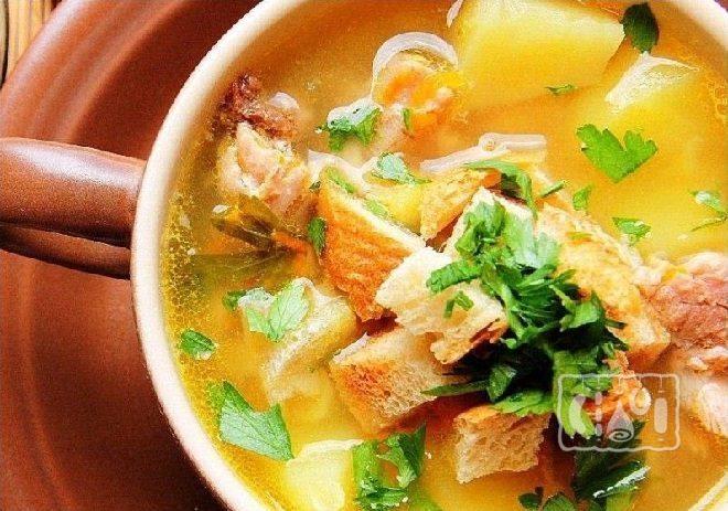 Суп с копченой курицей и овощами