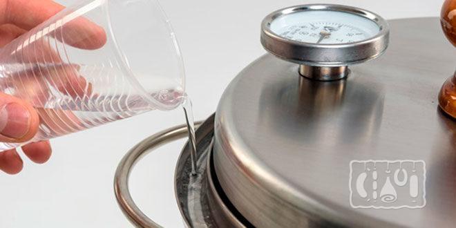 Использование коптильни с гидрозатвором и термометром