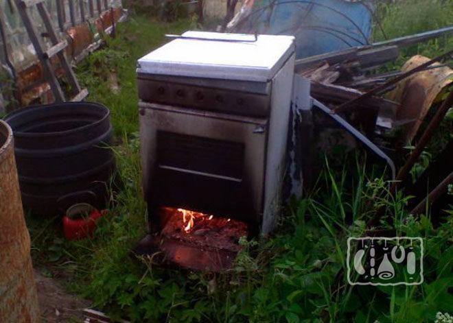 Использование коптильни горячего копчения из газовой духовки