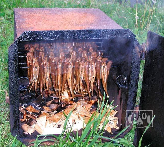 Копчение рыбы в коптильне из печной духовки