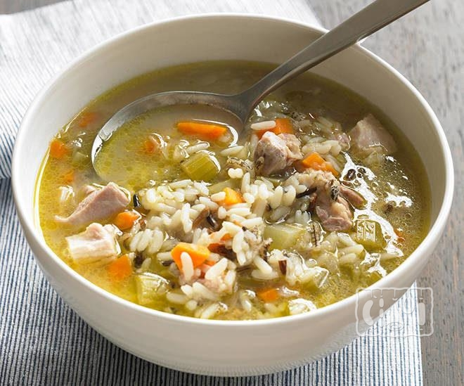 Суп с рисом, овощами и курицей