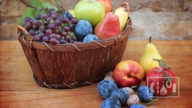 Фото корзины с фруктами и ягодами