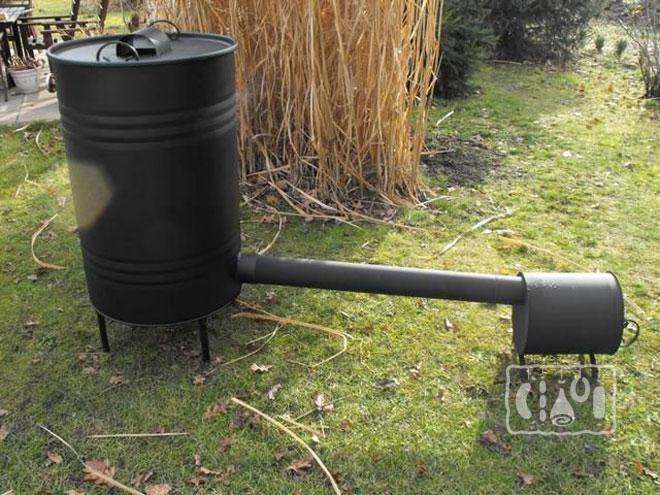 Фото коптильного аппарата из бочки и труб
